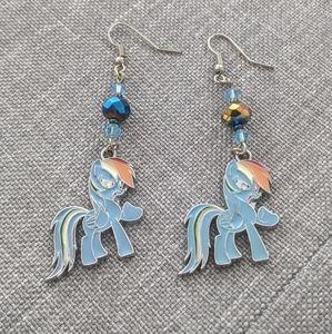 🦄 Adorable Rainbow Dash earrings! 🌈